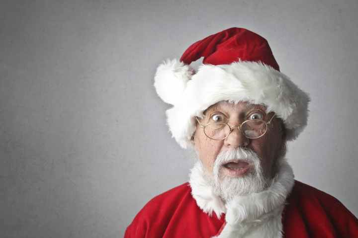 Blogmas #3 – 5 Reasons Why I Hate Santa and You Should Too